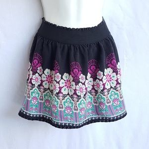 Mudd floral mini skirt, size 10, good condition.
